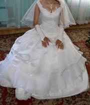 Продам очень красивое оригинальное белоснежное платье.