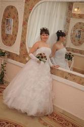 Продам свадебное платье. Белое,  размер 42-48